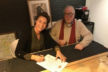 Vandaag hebben twee VIP-sponsors een contract getekend met Molenstichting 'De Koe':